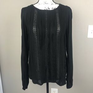 GAP | Black long sleeve w/vertical crochet detail
